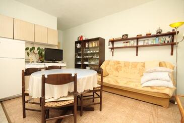 Ugljan, Jedáleň v ubytovacej jednotke apartment, dopusteni kucni ljubimci i WIFI.