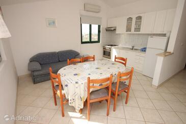Mrljane, Dining room in the apartment, dostupna klima i dopusteni kucni ljubimci.