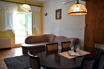 Dobropoljana, Living room in the apartment, air condition available and WiFi.