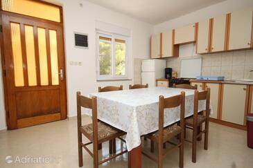 Kukljica, Comedor in the apartment, (pet friendly) y WiFi.