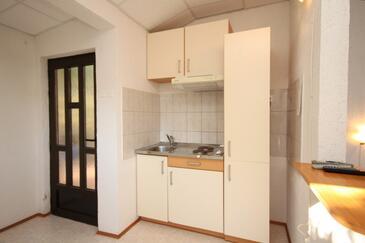 Zaklopatica, Kuchyně v ubytování typu studio-apartment, dopusteni kucni ljubimci i WIFI.