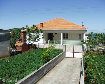 Kali, Ugljan, Property 833 - Apartments near sea with pebble beach.