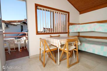Pasadur, Dining room in the apartment.