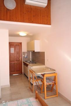 Pasadur, Dining room in the studio-apartment, dostupna klima.