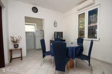 Pasadur, Jídelna v ubytování typu apartment, s klimatizací, domácí mazlíčci povoleni a WiFi.