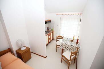 Zaklopatica, Dining room in the studio-apartment, WIFI.