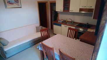Zaklopatica, Sala da pranzo nell'alloggi del tipo apartment, animali domestici ammessi e WiFi.