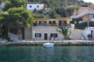 Apartments by the sea Zaklopatica, Lastovo - 8347