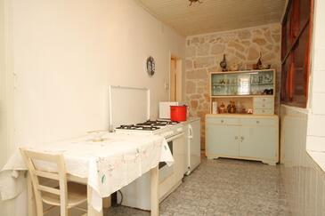 Lučica, Kuchyňa v ubytovacej jednotke house, domáci miláčikovia povolení a WiFi.