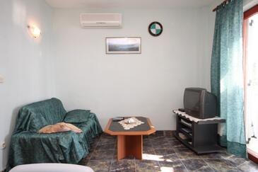 Skrivena Luka, Living room in the apartment, dostupna klima i WIFI.