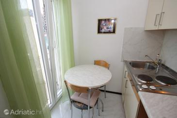 Zaklopatica, Dining room in the studio-apartment, dostupna klima i WIFI.