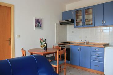 Lukoran, Jedáleň v ubytovacej jednotke apartment, dostupna klima, dopusteni kucni ljubimci i WIFI.