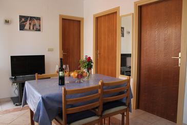Lukoran, Dining room in the apartment, air condition available, (pet friendly) and WiFi.