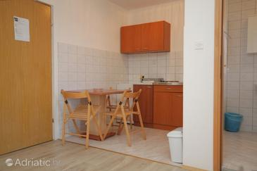 Tribunj, Dining room in the studio-apartment, dopusteni kucni ljubimci.