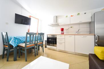 Biograd na Moru, Dining room in the apartment, dopusteni kucni ljubimci i WIFI.