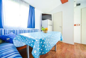 Biograd na Moru, Dining room in the apartment, dostupna klima, dopusteni kucni ljubimci i WIFI.