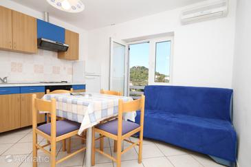 Tkon, Living room in the apartment, air condition available and WiFi.