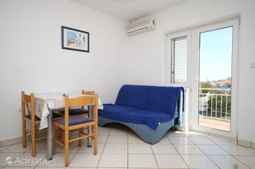 Tkon, Woonkamer in the apartment, air condition available en WiFi.