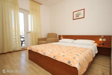 Tkon, Sypialnia w zakwaterowaniu typu room, Dostępna klimatyzacja i WiFi.