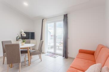 Duće, Wohnzimmer in folgender Unterkunftsart apartment, Klimaanlage vorhanden und WiFi.