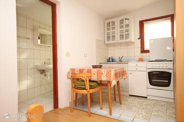 Ždrelac, Dining room in the studio-apartment, dostupna klima.
