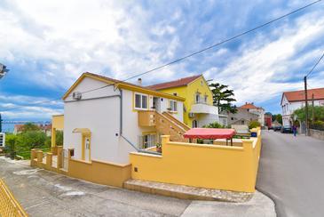 Preko, Ugljan, Objekt 838 - Apartmaji v bližini morja s peščeno plažo.