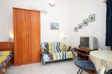 Pasadur, Woonkamer in the studio-apartment, air condition available, (pet friendly) en WiFi.