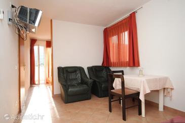 Pasadur, Dining room in the studio-apartment, dostupna klima, dopusteni kucni ljubimci i WIFI.
