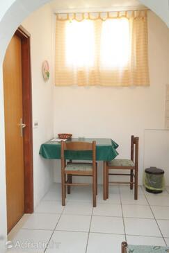 Pasadur, Dining room in the studio-apartment, dopusteni kucni ljubimci i WIFI.