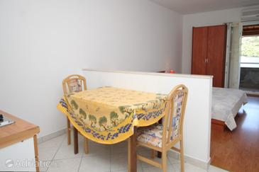 Pasadur, Dining room in the studio-apartment, dopusteni kucni ljubimci i WIFI.