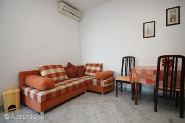 Zaklopatica, Living room in the apartment, air condition available, (pet friendly) and WiFi.