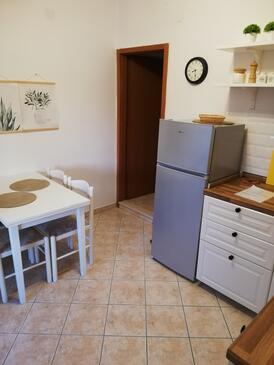 Zaklopatica, Jedáleň v ubytovacej jednotke apartment, domáci miláčikovia povolení a WiFi.