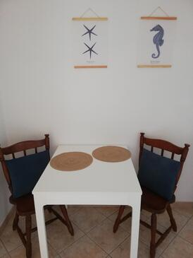 Zaklopatica, Dining room in the studio-apartment, (pet friendly) and WiFi.