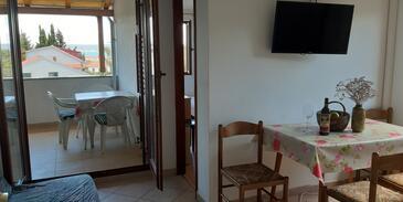 Ždrelac, Sala da pranzo nell'alloggi del tipo apartment, animali domestici ammessi e WiFi.