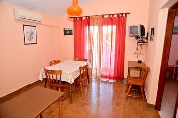 Kukljica, Dining room in the apartment, dostupna klima, dopusteni kucni ljubimci i WIFI.