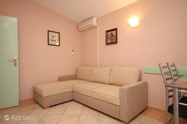 Kukljica, Living room in the apartment, air condition available, (pet friendly) and WiFi.