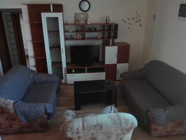 Neviđane, Obývací pokoj v ubytování typu apartment, s klimatizací a WiFi.