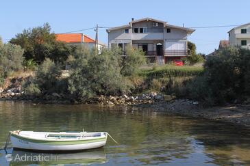 Neviđane, Pašman, Objekt 8401 - Ubytování v blízkosti moře s oblázkovou pláží.