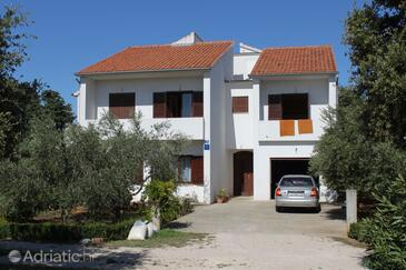 Ugljan, Ugljan, Property 8403 - Apartments with pebble beach.