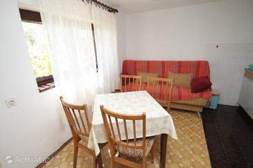Ugljan, Blagovaonica u smještaju tipa apartment, kućni ljubimci dozvoljeni i WiFi.