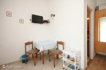 Kukljica, Dining room in the studio-apartment, dopusteni kucni ljubimci i WIFI.