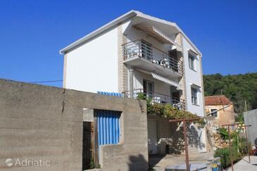 Kukljica, Ugljan, Property 8409 - Apartments with pebble beach.
