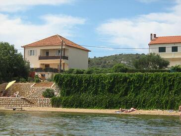 Tkon, Pašman, Obiekt 8410 - Apartamenty przy morzu z piaszczystą plażą.