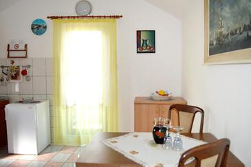 Tkon, Dining room in the apartment, dopusteni kucni ljubimci i WIFI.