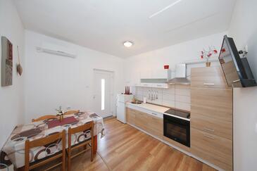 Tkon, Столовая в размещении типа apartment, доступный кондиционер, Домашние животные допускаются и WiFi.