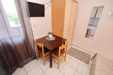 Tkon, Столовая в размещении типа studio-apartment, доступный кондиционер, Домашние животные допускаются и WiFi.