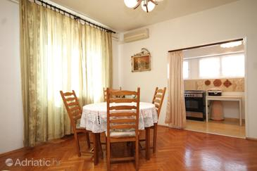 Ugljan, Dining room in the apartment, air condition available, (pet friendly) and WiFi.