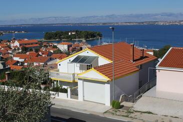 Preko, Ugljan, Objekt 8417 - Apartmaji s prodnato plažo.