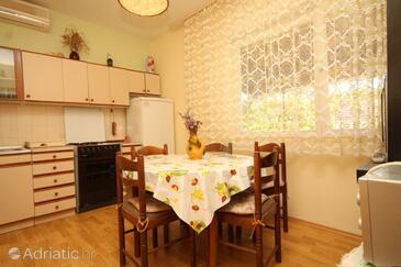 Ugljan, Dining room in the apartment, dostupna klima.