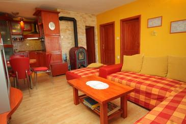 Preko, Dnevni boravak u smještaju tipa apartment, dostupna klima, kućni ljubimci dozvoljeni i WiFi.